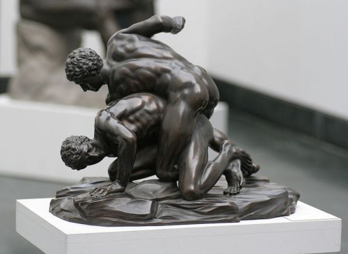 Pankratiasten_in_fight_copy_of_greek_statue_3_century_bC